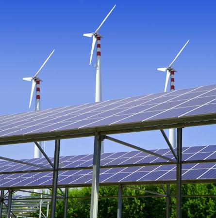 energia renovable: solar y e�lica  Foto de archivo