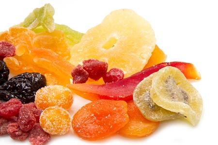 getrockneten Früchten auf weißem Hintergrund