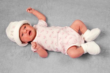 manos y pies: hermoso bebé Foto de archivo