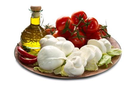 ein frischer italienischer Mozzarella mit Tomaten
