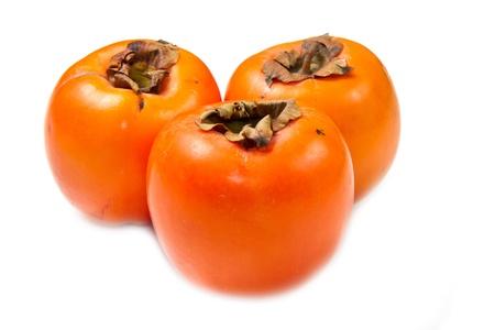 persimmon: frutos de caqui en el fondo blanco