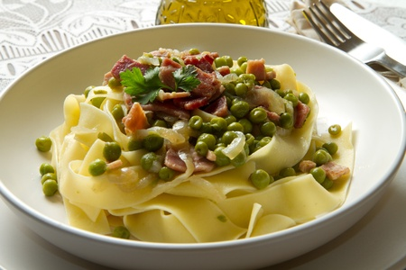tagliatelle: tagliatelle with fresh peas and  diced ham Stock Photo