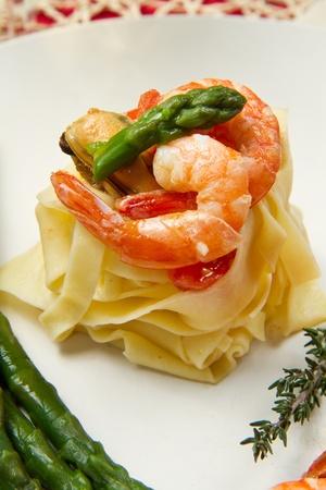 asperges: pasta met garnalen, mosselen en verse asperges