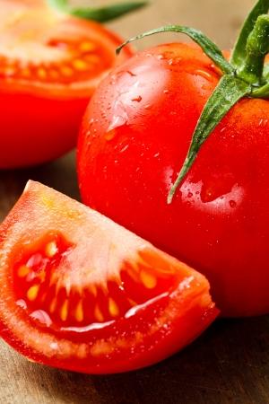 pomidory: czerwone świeże pomidory