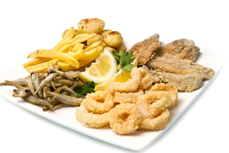 un plato con diferentes tipos de pescados fritos y potate photo