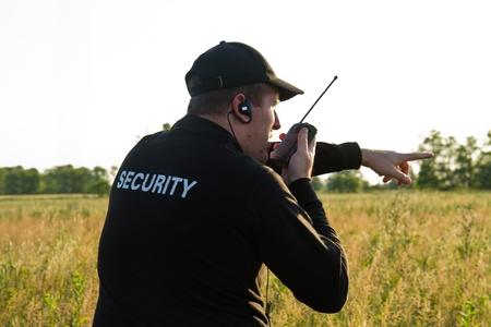 guarda de seguridad: parte trasera de un guardia de seguridad Foto de archivo