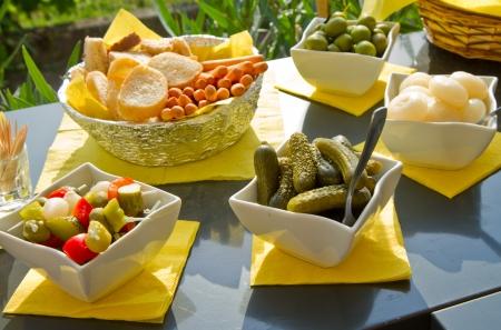 漬物の: オリーブとピクルスのイタリア前菜