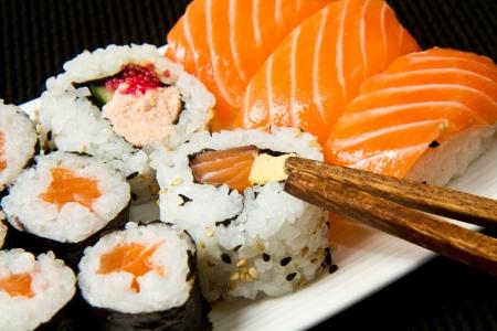 nigiri: Sushi Set over black