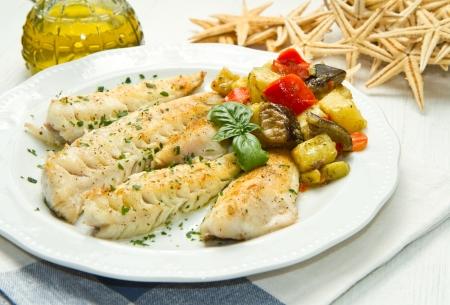баклажан: Вкусная здоровая филе рыбы с овощами Фото со стока