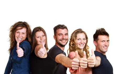 Happy group of friends isolé sur blanc