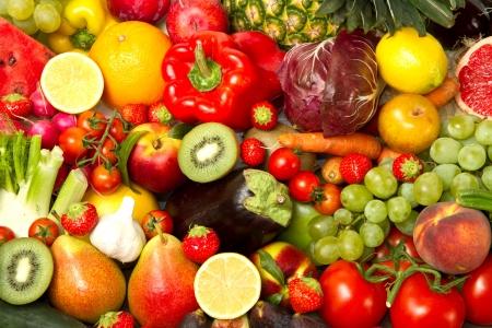ensalada de frutas: Grupo de diferentes frutas y verduras