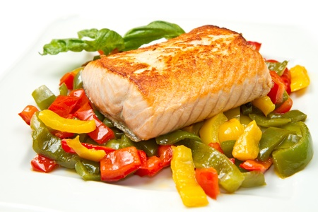 grilled salmon: Grilled salmon and vegetables