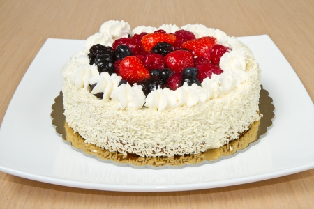 fancy cakes: White Cream Icing Cake with fresh berry
