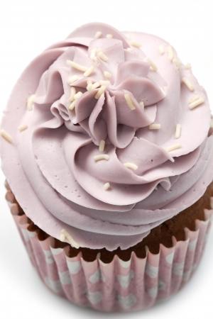 decoracion de pasteles: Vanilla cupcakes, decorado con crema de mantequilla de color lavanda Foto de archivo