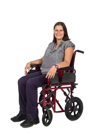 cadeira de rodas: Paciente do sexo feminino de sorriso em uma cadeira de rodas Banco de Imagens