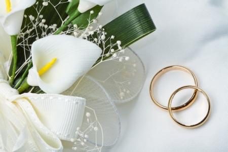 anillo de boda: Anillos de boda con ramo calla