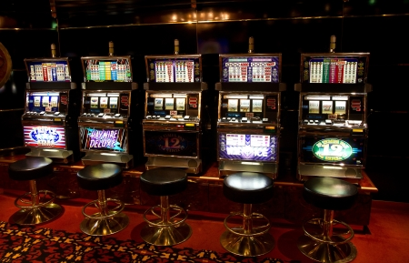 wager: Slot machine in casino