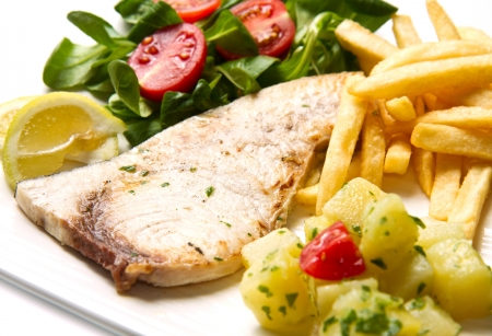 potato tuna: grilled swordfish with potatoes and salad