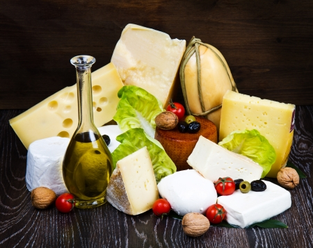 caciocavallo: Various types of cheese on wood