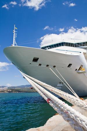 anchoring: Cruise Ship