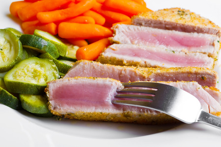 tuna fillet: Tuna fillet  with vegetables