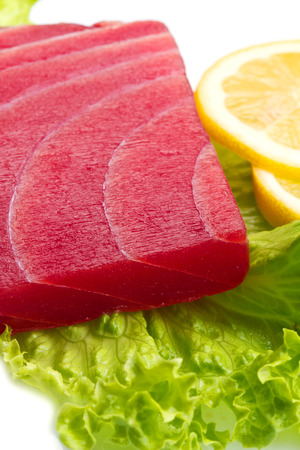 atun rojo: tuna sashimi with salad and lemon on white background Foto de archivo