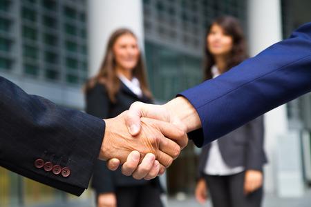 apreton de manos: Apretón de manos y la gente de negocios