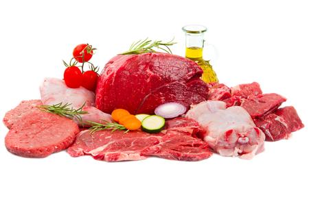 Mezcla de carne cruda aislado en blanco Foto de archivo - 56837587