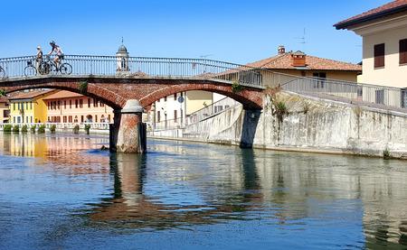 vista del ponte sul Naviglio