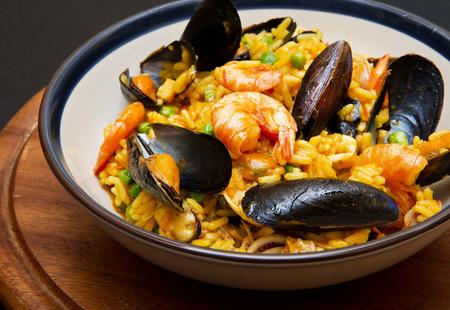 gamba: plato con paella y marisco