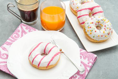 decoracion mesas: plato con espuma clasificados, café y zumo