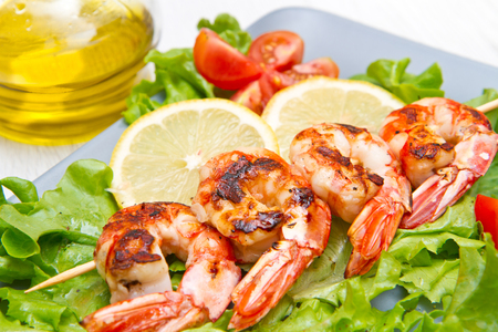 gratings: plate of grilled prawns with salad and cherry tomatoes