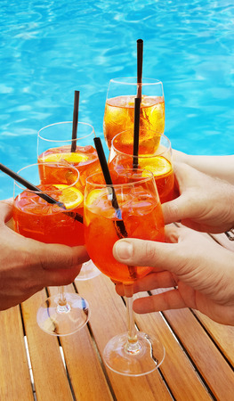 Aperitifs mit leckerem Cocktail