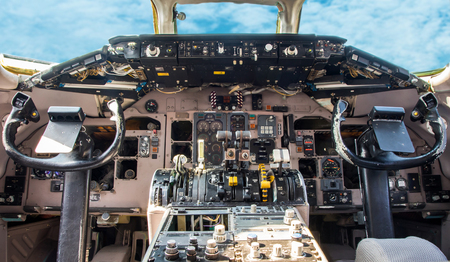 Control cabin of an airplane