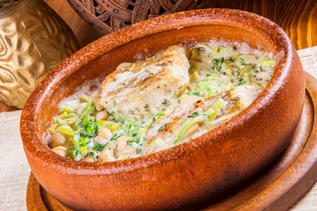 pikeperch: Pikeperch baked with beans and leeks