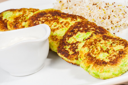 fritters: Zucchini fritters with sour cream