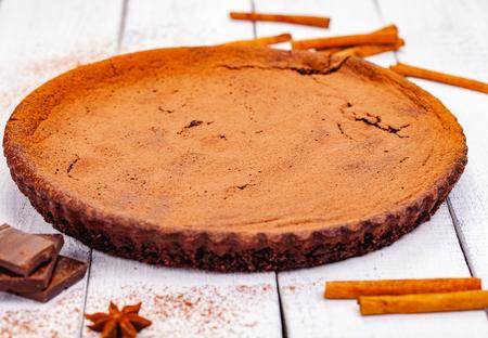 Chocolate pie with cinnamon on wooden rustic table. Close up Zdjęcie Seryjne