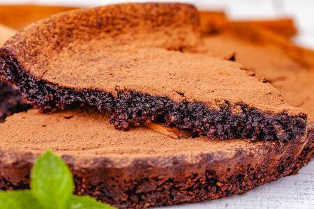 Sliced chocolate pie with cinnamon on wooden rustic table. Close up Zdjęcie Seryjne