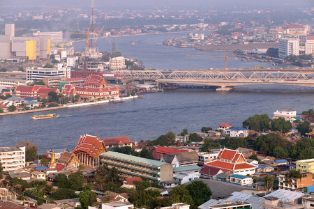 plano: View of Bangkok downtown and transportation in the Chao Phraya River