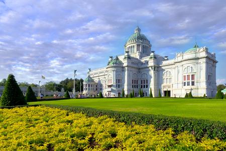 trono: Anantasamakhom Salón del Trono en Bangkok contra el cielo azul claro, Tailandia museo nacional abierto a la visita turística pública.