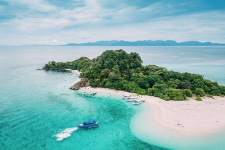 Aerial view of tropical beach Andaman Sea at Koh Khai near Koh Lipe in Satun, in Thailand. 스톡 콘텐츠