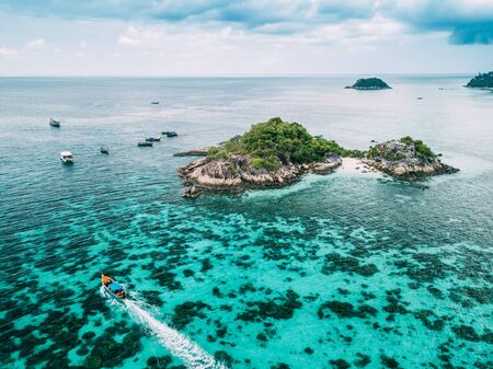 Aerial view of beautiful tropical beach in Satun, Thailand. 스톡 콘텐츠
