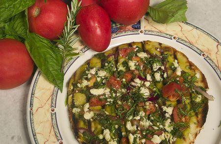 Gourmet pizza met tomaten