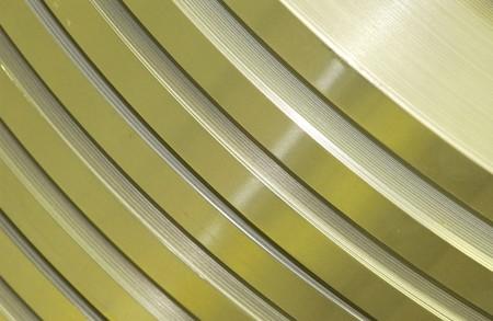 alle niveaus van metalen delen met gekleurde belichting klaar om te worden machined