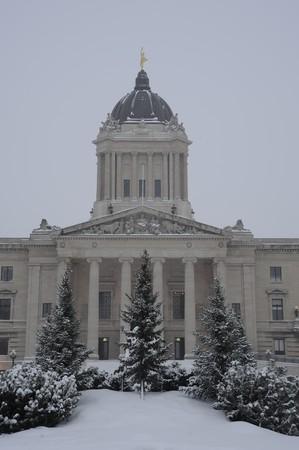 Manitoba wetgever in storm bij zonsondergang