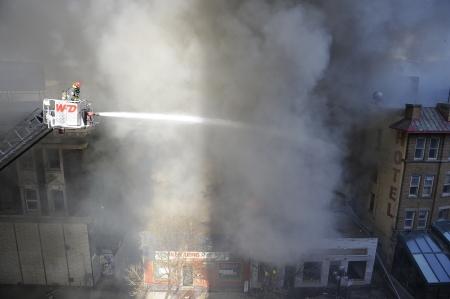 Grote brand op Albert St in Winnipeg, Manitoba