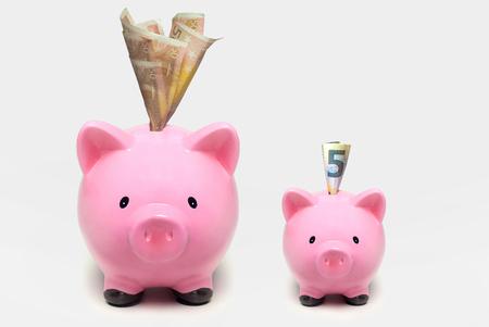 Piggy bank com euros. Conceito inicial de investimento Imagens