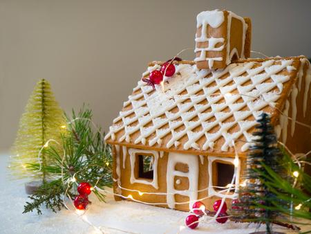 Lebkuchenhaus basteln für Weihnachten oder Silvester