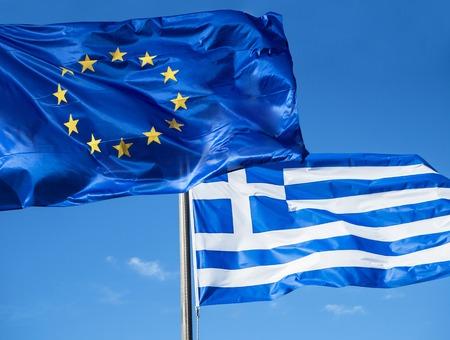 Greek and European Union flags waving in blue sky Stockfoto