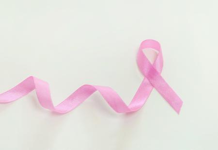 Concept de cancer du sein, ruban rose sur fond Banque d'images